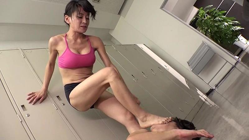 ヨガ教室のスケベ男に金蹴り制裁|無料エロ画像10