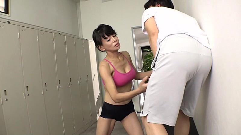 ヨガ教室のスケベ男に金蹴り制裁|無料エロ画像8