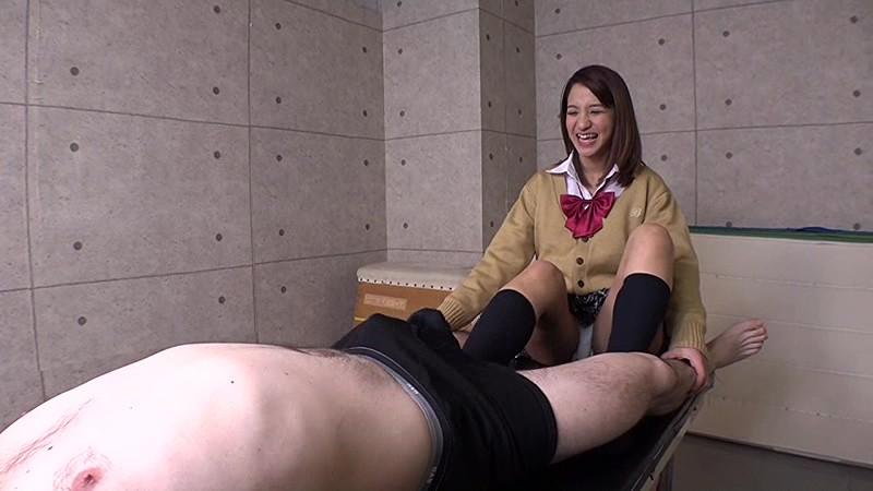 男の苦しむ顔を見るのが大好きな女子校生達 くすぐり・電気あんま・金蹴り 無料エロ画像7