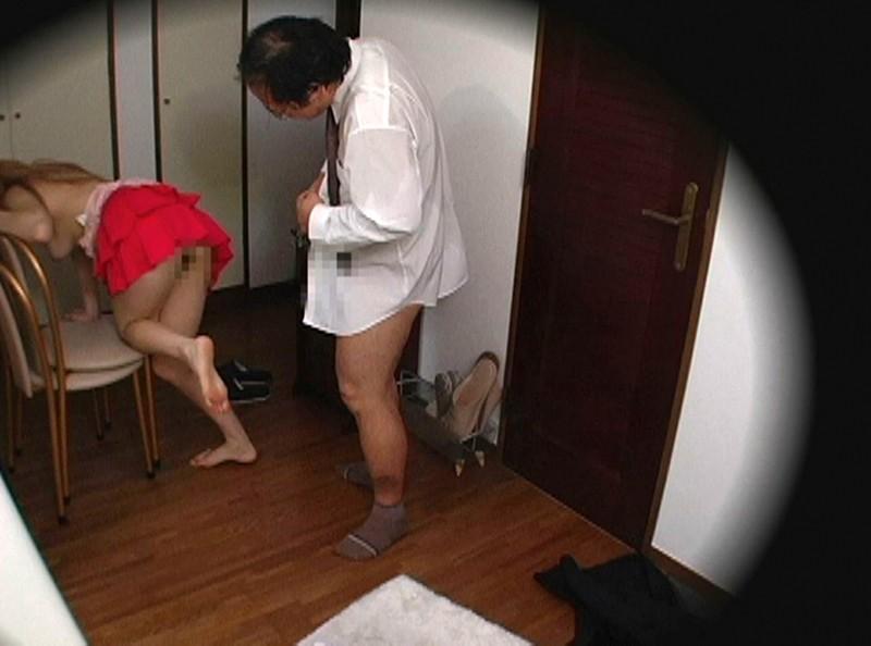 訪問客を誘惑する欲求不満な美人妻たち12