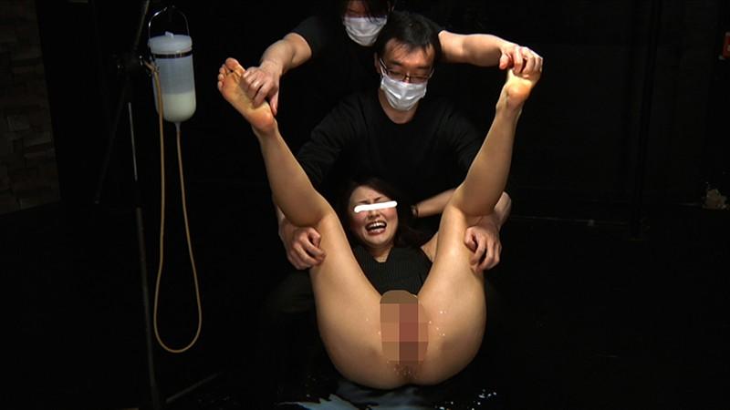 素人限定AV出演を希望する女の子に試しに牛乳浣腸プレイをしてもらうと面白いリアクションが撮れました!笑 6枚目
