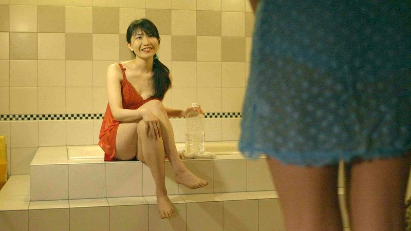 希島あいりと逢見リカの魔性の美裸身キャバ嬢が誘う最高の快感SEX 画像5