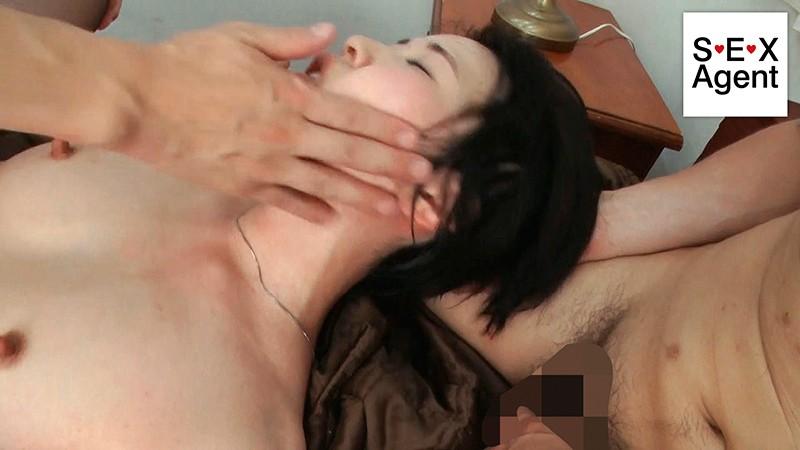 WifeLife vol.029 ・昭和55年生まれの櫻井菜々子さんが乱れます ・撮影時の年齢は37歳 ・スリーサイズはうえから順に89/59/88'サンプルF18