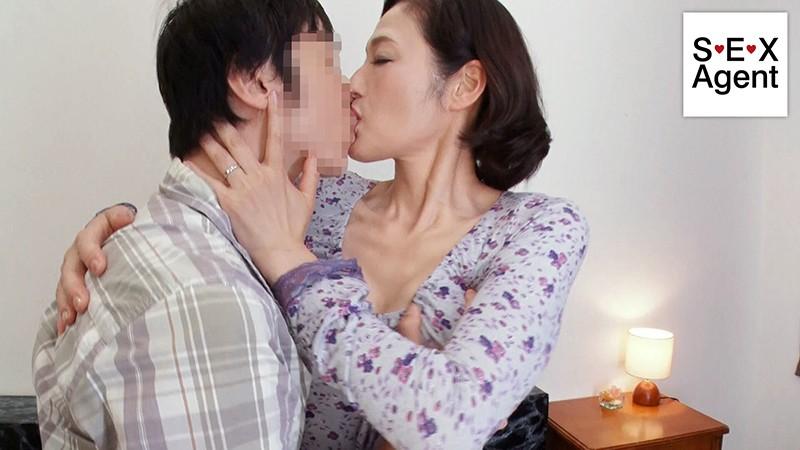 猪原由紀子のM男にキス