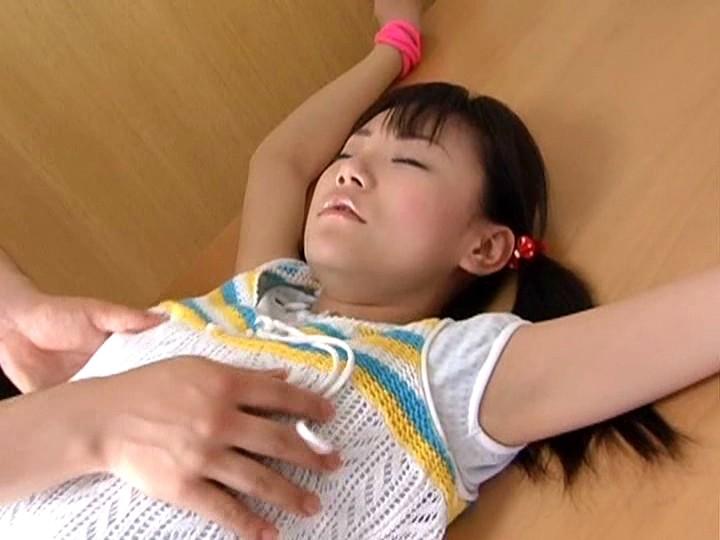少女のクリトリス 拘束拷問|無料エロ画像1