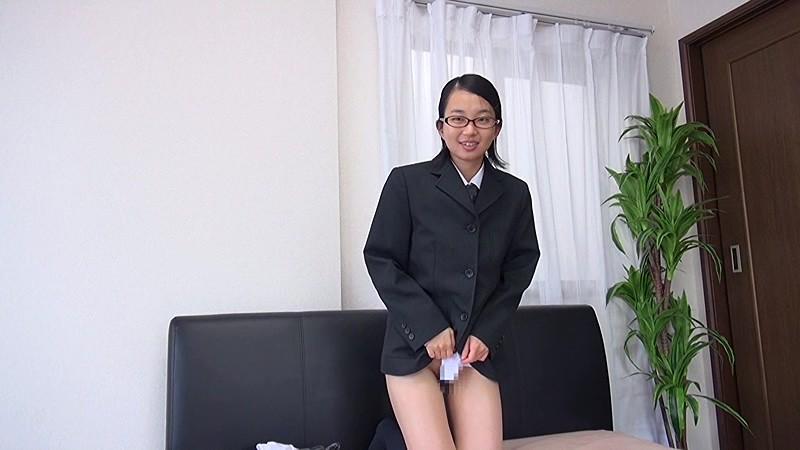 関西素人初撮り!!学費を稼ぐため、AV面接に来た関西弁の●校卒業したての超マジメっ娘を即SEX、そしてじゃまなマン毛を剃っちゃいました!! 鈴木そら(仮名)18歳 画像7