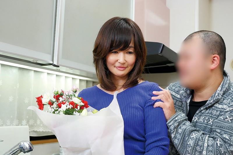 息子を誘惑する五十路母 笹川蓉子 キャプチャー画像 1枚目