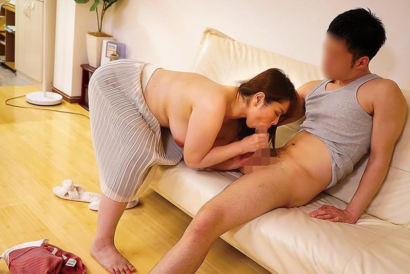 夫の面影を持つ息子と未亡人母 翔田千里