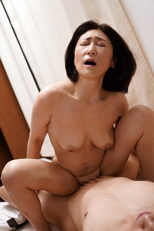 夫の面影を持つ息子と未亡人母 徳山翔子5