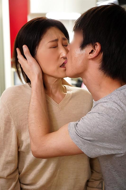 夫の面影を持つ息子と未亡人母 徳山翔子9