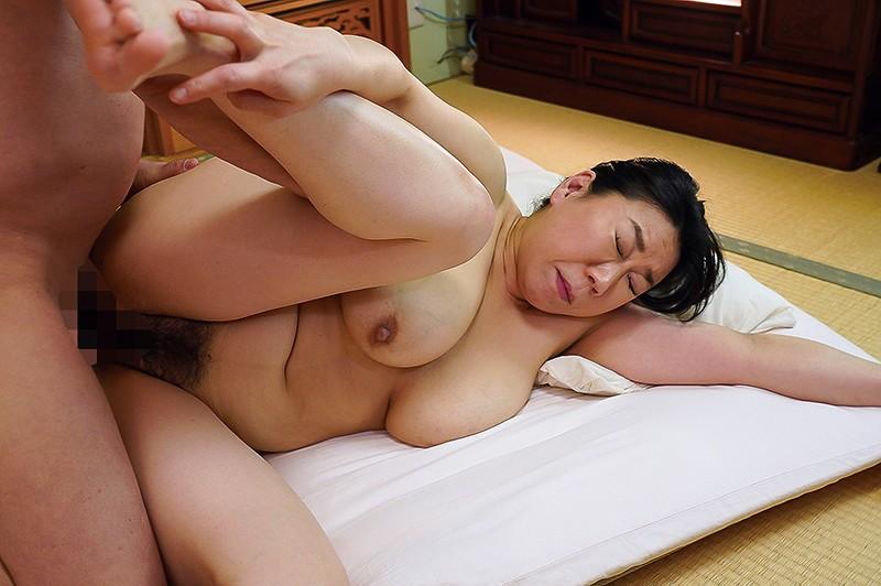 陰毛がふっさふさの剛毛熟女12人VOL.046