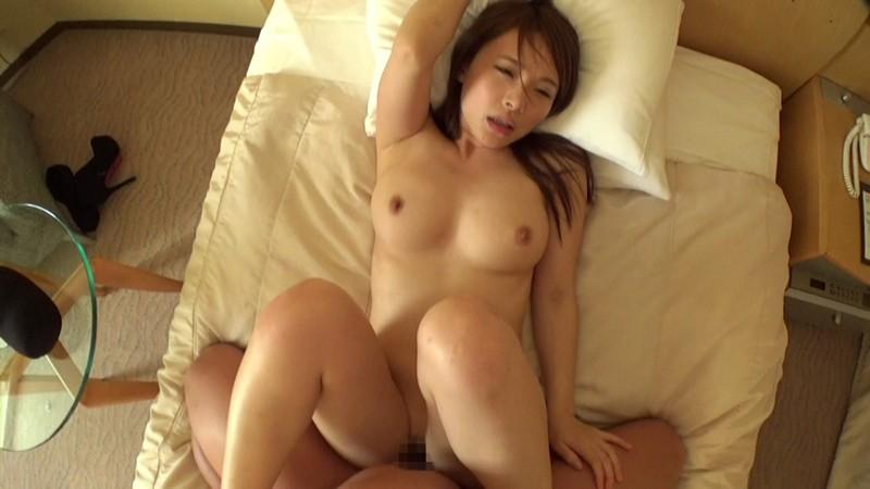 【若妻】欲求不満でエロい巨乳の若妻人妻の、セックス不倫中出しプレイが、ホテルで!エロいおっぱいですね!【エロ動画】