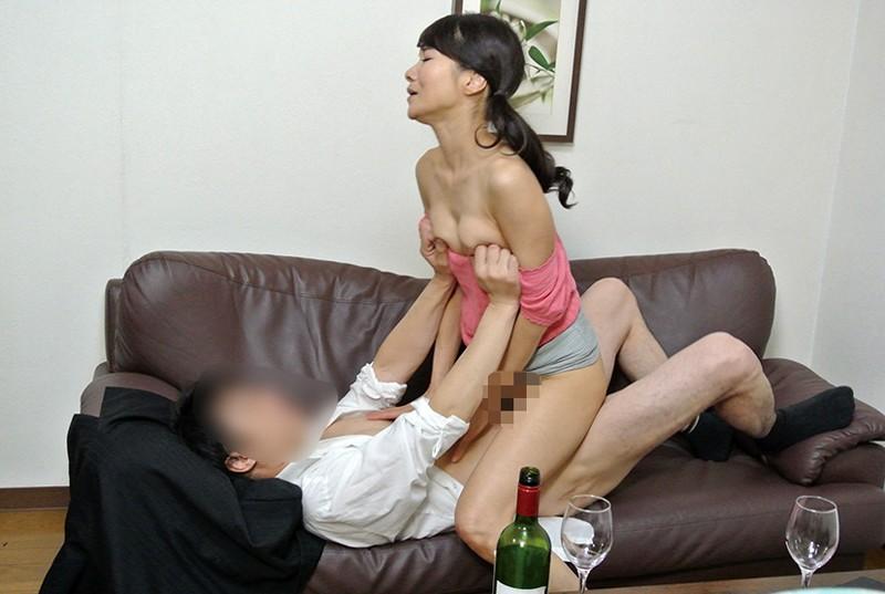 実録 寝取られ 堅物の妻を酔わせて 若い部下の肉棒を…まりさん(55) 10枚目