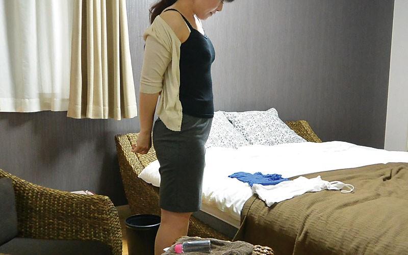 堅物な年上妻を騙して結婚記念日に夫婦で泊まったホテルで性感マッサージを…小日向こゆきさん(46)10