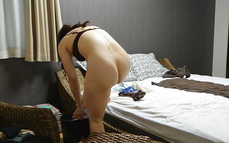 堅物な年上妻を騙して結婚記念日に夫婦で泊まったホテルで性感マッサージを…小日向こゆきさん(46)14