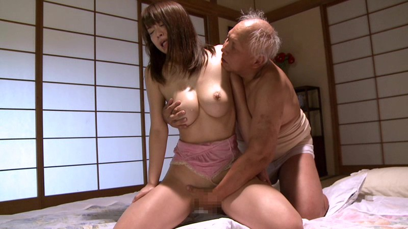 Порно стариков и азиаток, зрелых женщин трахают на природе фото