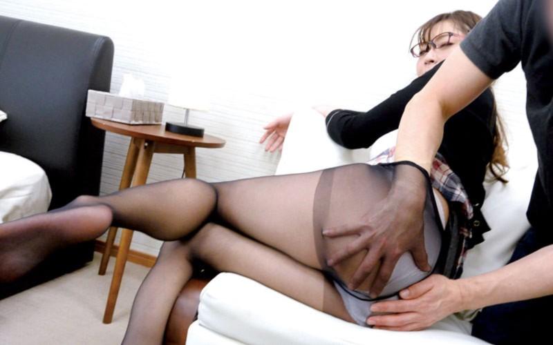 「夫がリストラで家賃を払えなくなっちゃって…」デカ尻巨乳な奥さん、困ってしまって大家さんに相談したら…葵百合香 2枚目