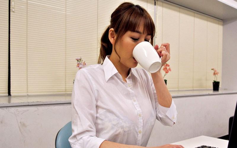 高慢パワハラなムチムチ女上司の弱みを握ってセクハラからのSEXができちゃう方法とは 朝桐光 画像4