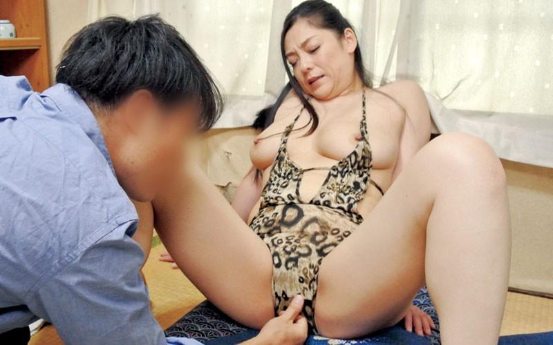 夫が出張に行くと始まる義息のエロいたずら巨乳の義母さんのムラムラ指数が高まってしまう 児玉るみ10