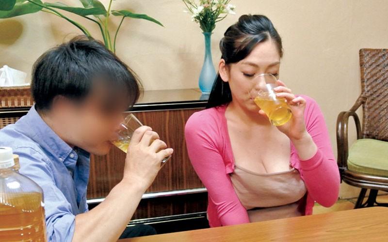 夫が出張に行くと始まる義息のエロいたずら巨乳の義母さんのムラムラ指数が高まってしまう 児玉るみ14