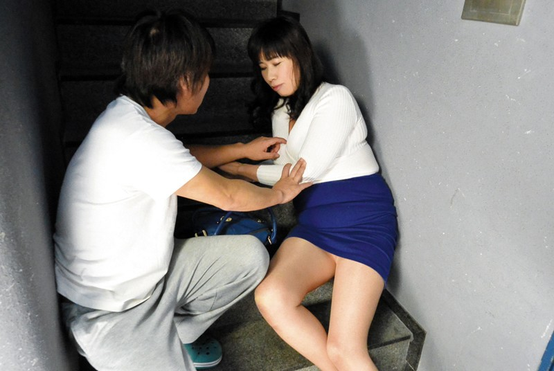 MGDN-117 Studio N/A - The Old Wife From Next Door Showed Up As A Tipsy Girl, So I Brought Her Home And Fucked Her 240 Minutes