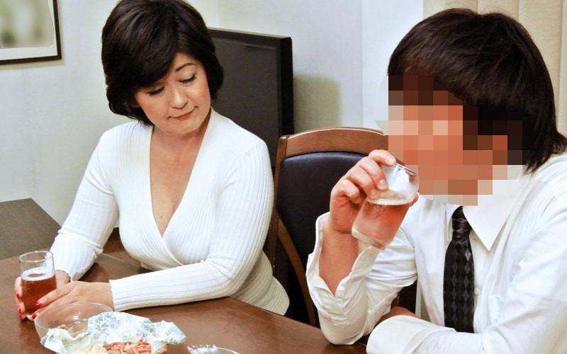 「や、やめて・・母さんにこんなことしないで…」酔っぱらった母が、息子に襲われイカされる 240分3