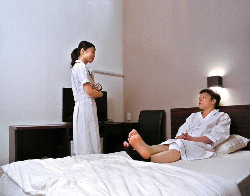 「ここはそういうトコロじゃありませんので…」 人間ドック特別室で看護師にイタズラしたら… の画像20