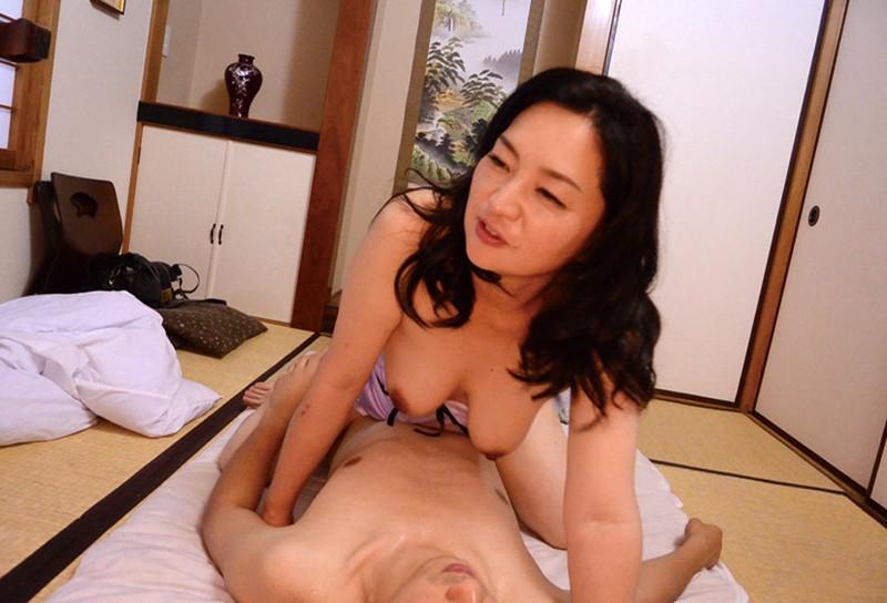 五十路の嫁の母が上京してきて…180分|無料エロ画像20