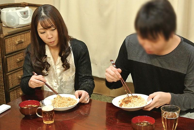 仙台から上京した嫁の母が…巨乳義母 月白さゆり キャプチャー画像 9枚目