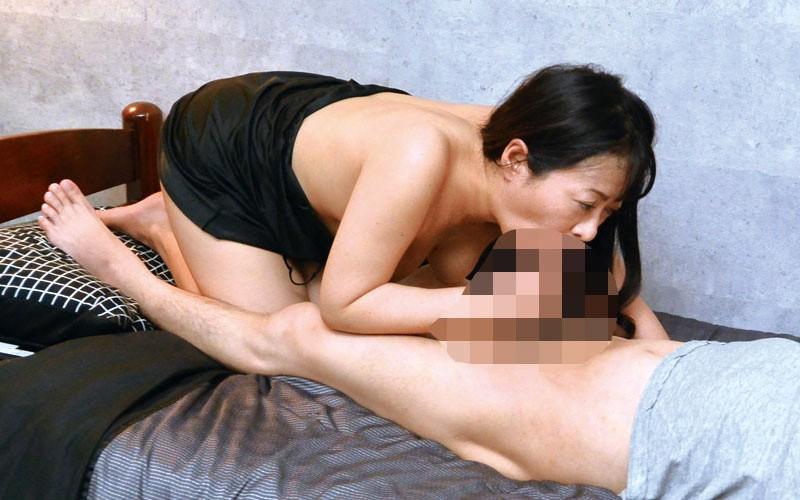 宮城から上京した嫁の母が…五十路義母 新田るみ 画像17