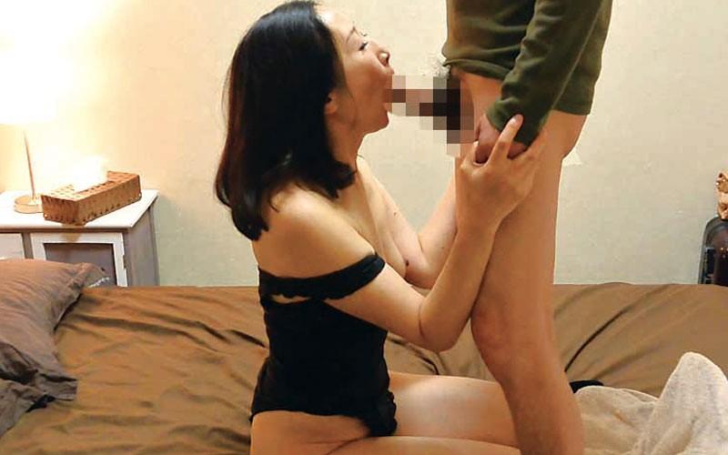 茨城から 再び上京した嫁の母が…パンチラ義母 緒方泰子50歳10