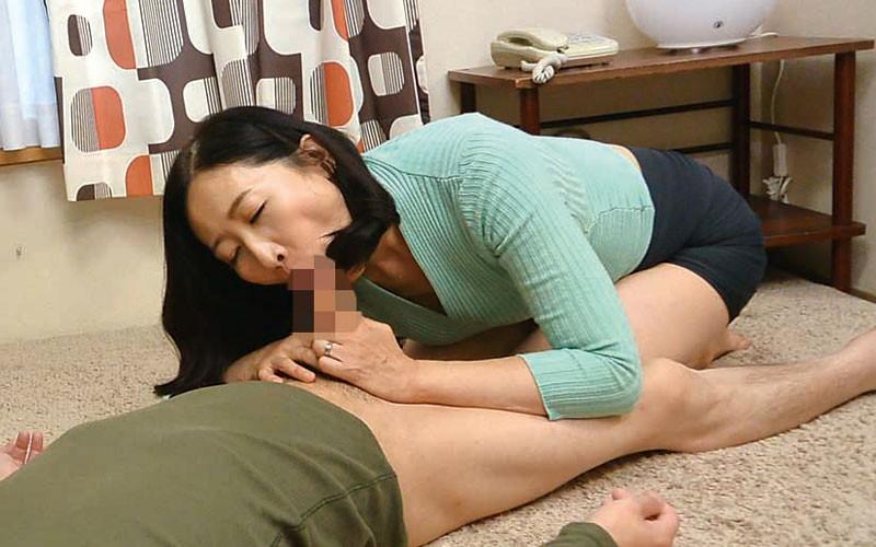 茨城から 再び上京した嫁の母が…パンチラ義母 緒方泰子50歳