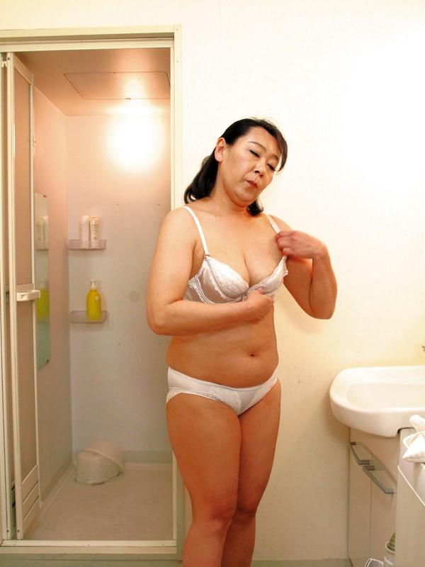 隣に住んでる薄着の誘惑婦人 の画像7