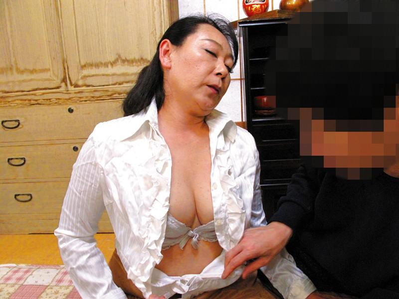 隣に住んでる薄着の誘惑婦人 の画像6