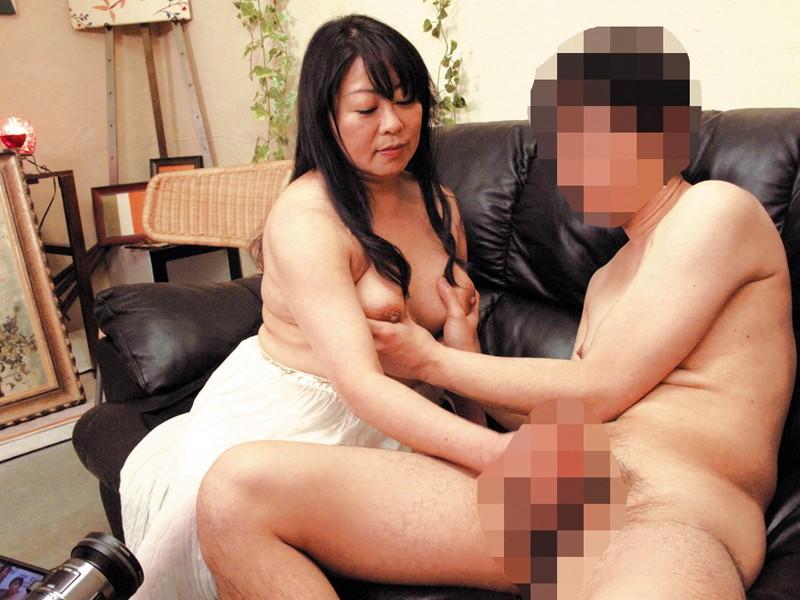 隣に住んでる薄着の誘惑婦人 の画像2