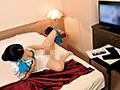 国際線ベテランCAさんが宿泊先ホテルの痴漢AVで激イキオナニー