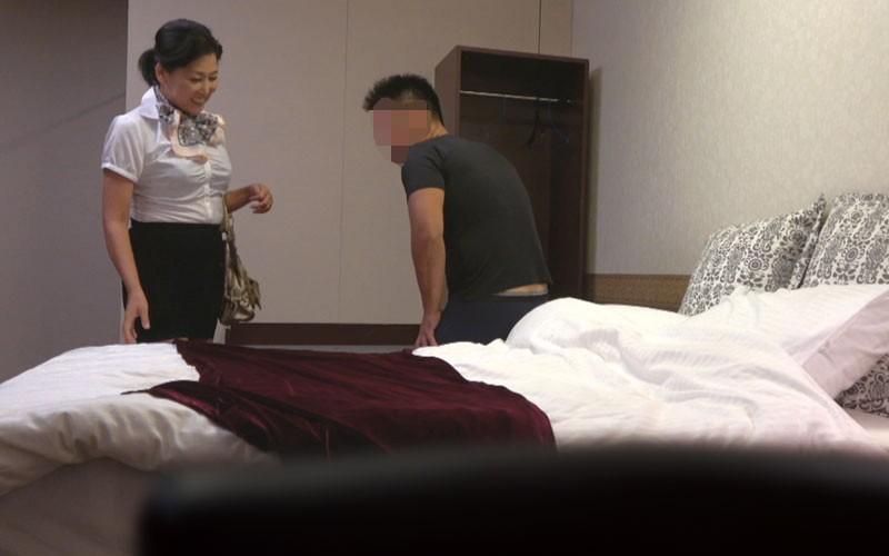 ラブホテル熟女カップル 小型カメラ隠し撮り映像13