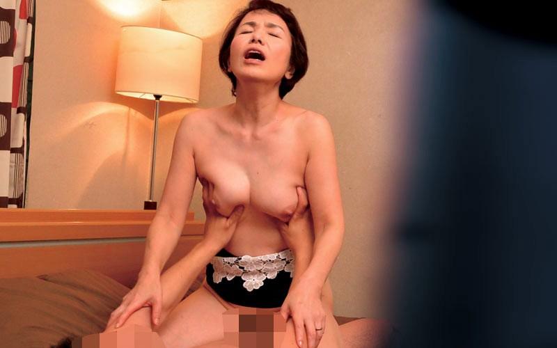 ラブホテル熟女カップル 小型カメラ隠し撮り映像5