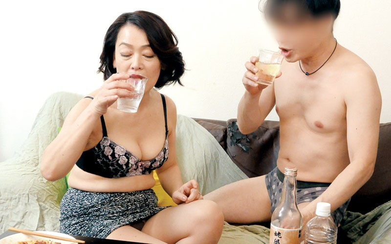 SUAM-001 Studio STAR PARADISE - Going Home With An Older Woman From A Bar Ikebukuro - Akiyo Age 50 A big image 4