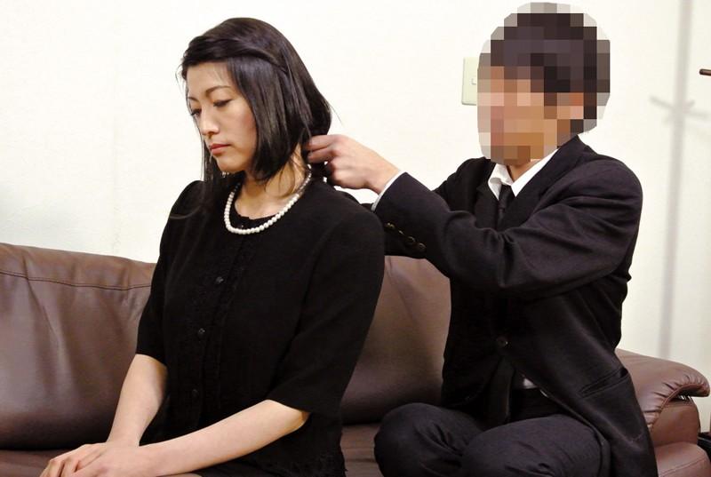 夫の元部下に狙われた四十路未亡人 古川祥子 の画像17