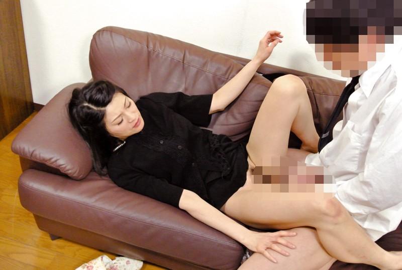 夫の元部下に狙われた四十路未亡人 古川祥子 の画像15