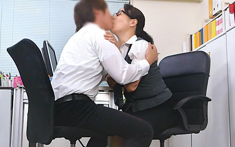 働くレディーを仕事中に口説く!人妻を職場でナンパSP12