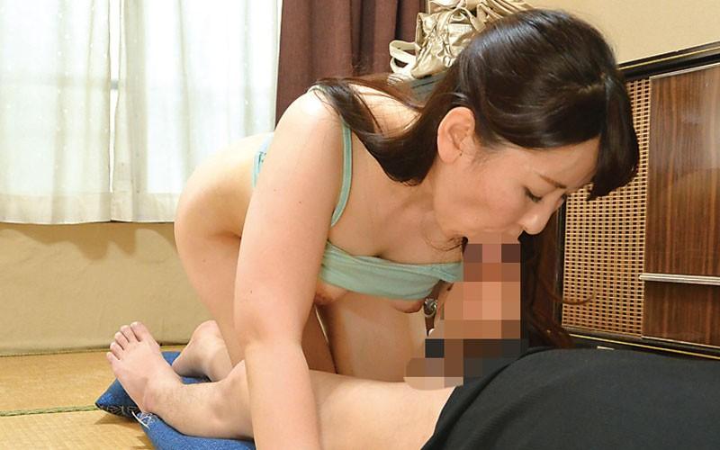 田舎から来たプリ尻母ちゃんにエッチないたずら 月原和奈 40歳