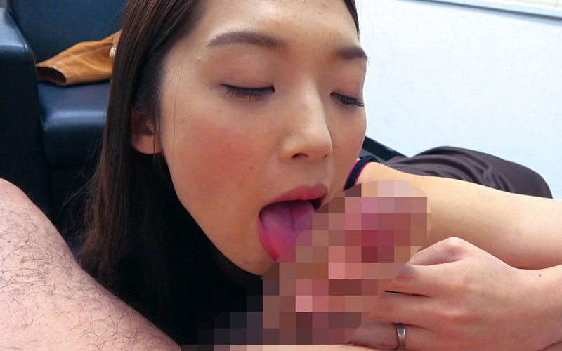 エロ妻のいやらしいフェラチオ口内射精 画像19
