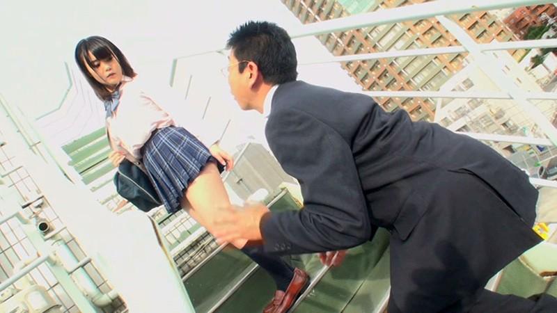 JKパンチラ階段尾行 街で見かけた女子校生のパンチラをもっとよく見るために階段尾行してたら気づかれちゃって怒られると思いきやそのまま屋上で上手いフェラチオとぬれぬれ○ンコにチ○ポを挿れさせてもらっちゃった僕 11