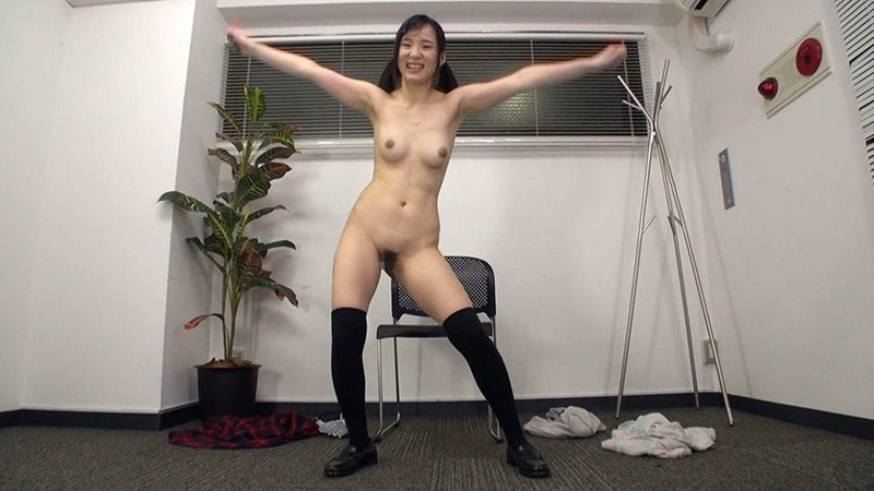 素人娘のオマ●コおっぴろげダンス