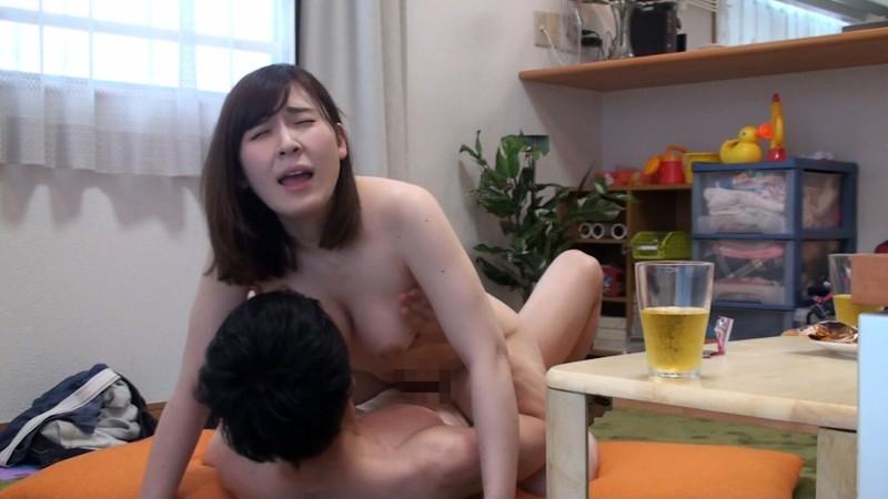 マル秘隠し撮り映像流出!! 同じマンションのママ友を連れ込んで絶対内緒の不倫SEX 3 キャプチャー画像 4枚目