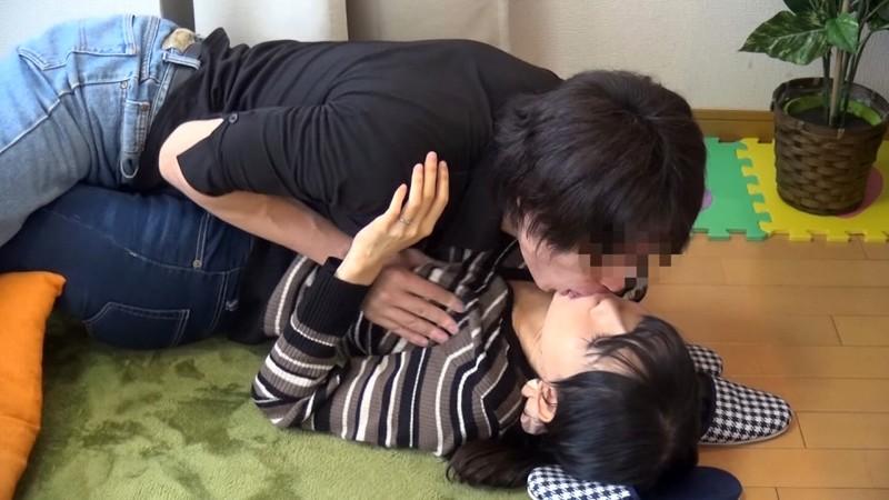 マル秘隠し撮り映像流出!! 同じマンションのママ友を連れ込んで絶対内緒の不倫SEX 4 11枚目