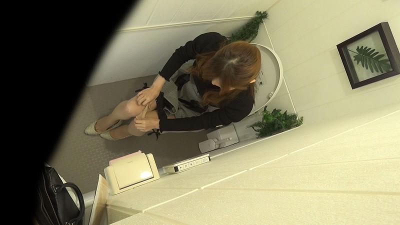 アウトレット女子トイレ放尿オナニー盗撮 キャプチャー画像 9枚目