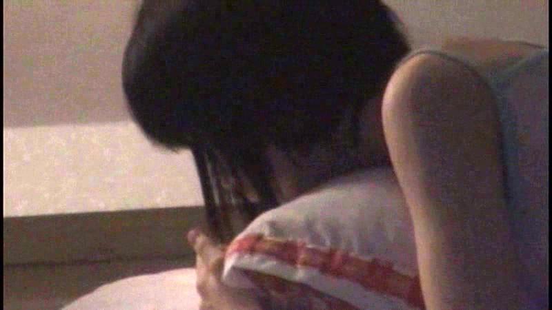 小○生の自宅をカーテンの隙間から隠し撮りしてたらオナニーを始めた!あどけないオマ○コを夢中で弄りながら腰をガクガクさせてるとっても貴重な瞬間が撮れちゃいました!!|無料エロ画像11